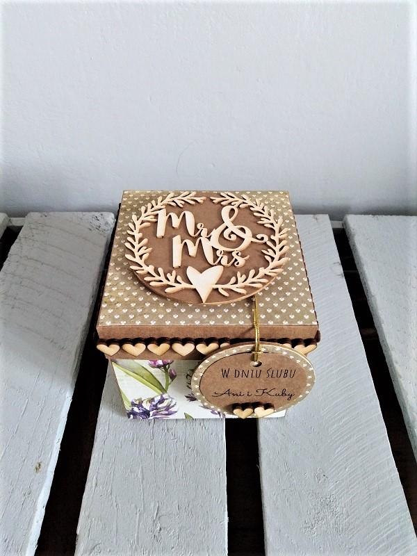 spersonalizowana, ręcznie robiona kartka na ślub w formie pudełka niespodzianki